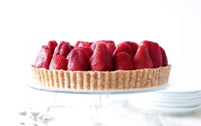 Raw Strawberry Tart with White Chocolate Cream