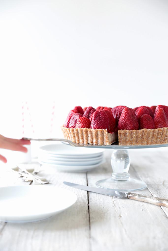 Raw Strawberry Tart with White Chocolate Cream - Swoon Food