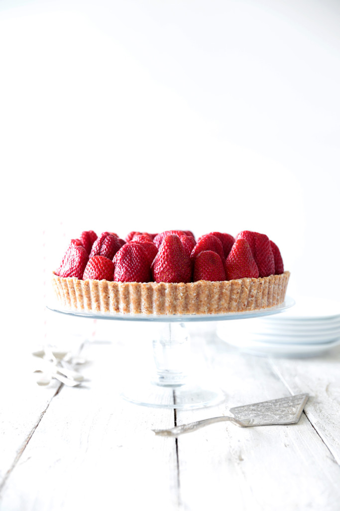 Raw Strawberry Tart with White Chocolate Cream