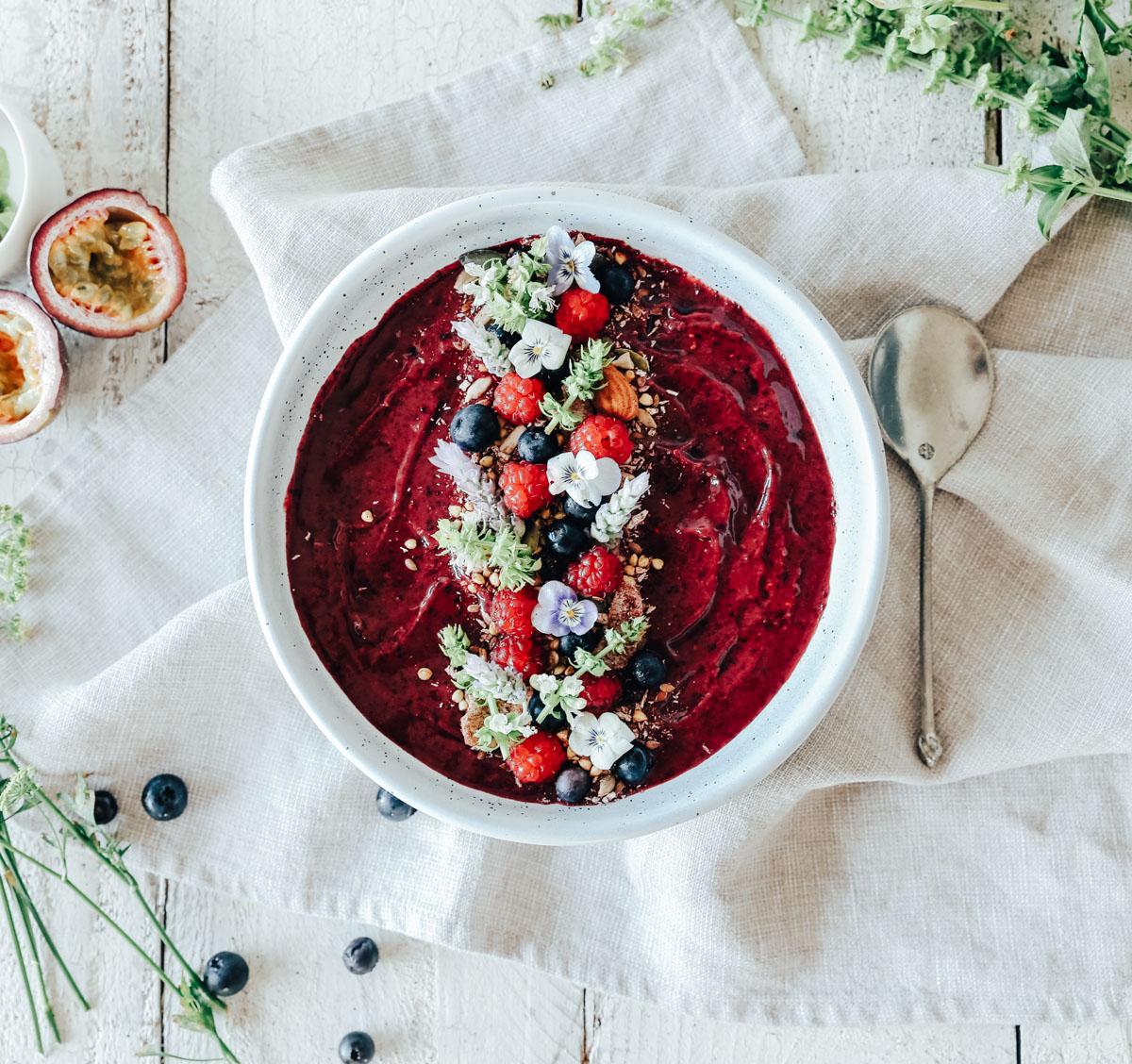 How to make a low sugar super antioxidant açai bowl